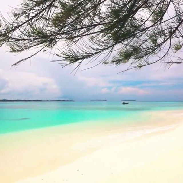 Journey to Pulau Sikandang, Kecamatan Pulau Banyak, Aceh Singkil  #WisataAceh  #AyoKeAceh  More information follow @wisataaceh and visit website www.wisataceh.com
