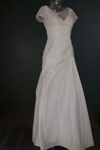 Bruidsjurk in taft met kanten lijfje 0525