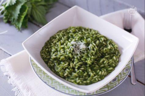 Potrà sembrarvi strano utilizzare una pianta selvatica per realizzare un primo piatto ma il risotto alle ortiche ha un gusto delicato e raffinato !