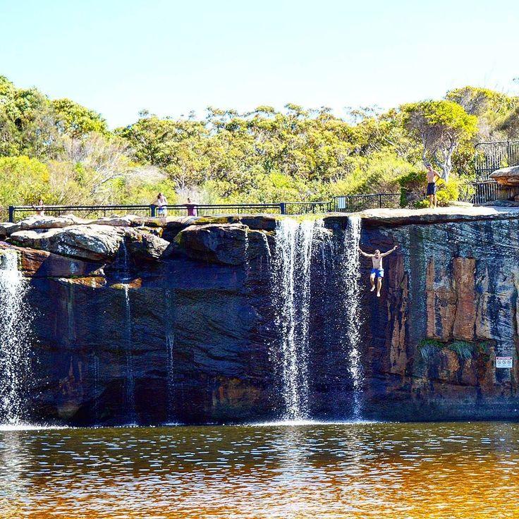 Follow us on insta: http://ift.tt/2uecuHe -- @vamosfugirblog -- Aquela sensação de #liberdade...  #natureza #aventura #cachoeira #wattamolla #Sydney #australia #viagem #vamosfugirblog #waterfall #freedom #ilovensw #intercambio #blogueiradeviagem #blogueirorbbv #braziloverss #loveit July 31 2017 at 10:22PM