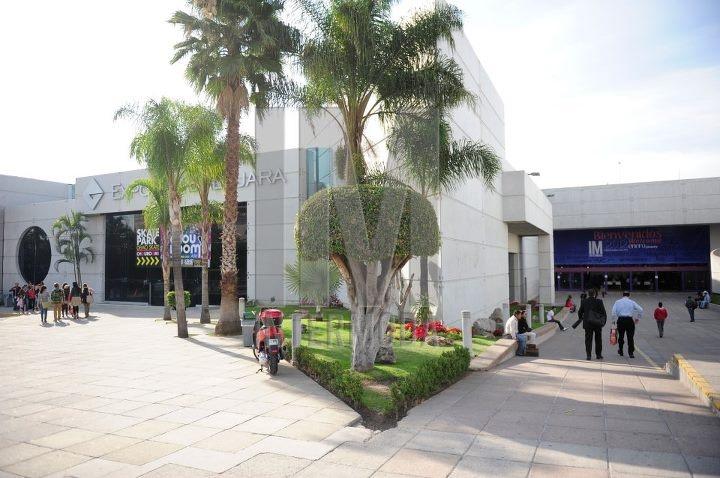 Expo Guadalajara es el principal espacio de exposiciones con 119,419 m2 de construcción, es el recinto más grande de México y tercero en Latinoamérica. Consolidada por exposiciones de consumo y de la industria, el recinto ha albergado eventos de talla nacional e internacional, como IM Intermoda