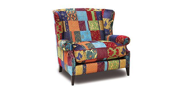 Deze loveseat die ook als fauteuil kan worden geleverd is lekker kleurrijk en geeft je kamer extra sfeer en gezelligheid. De stoel kan geleverd worden in duizenden andere stoffen, dus helemaal aan te passen naar je eigen smaak. Hij is niet goedkoop, maar wel uniek! Prijzen vanaf € 1.400,00. Verkrijgbaar bij Houweling in Villa…
