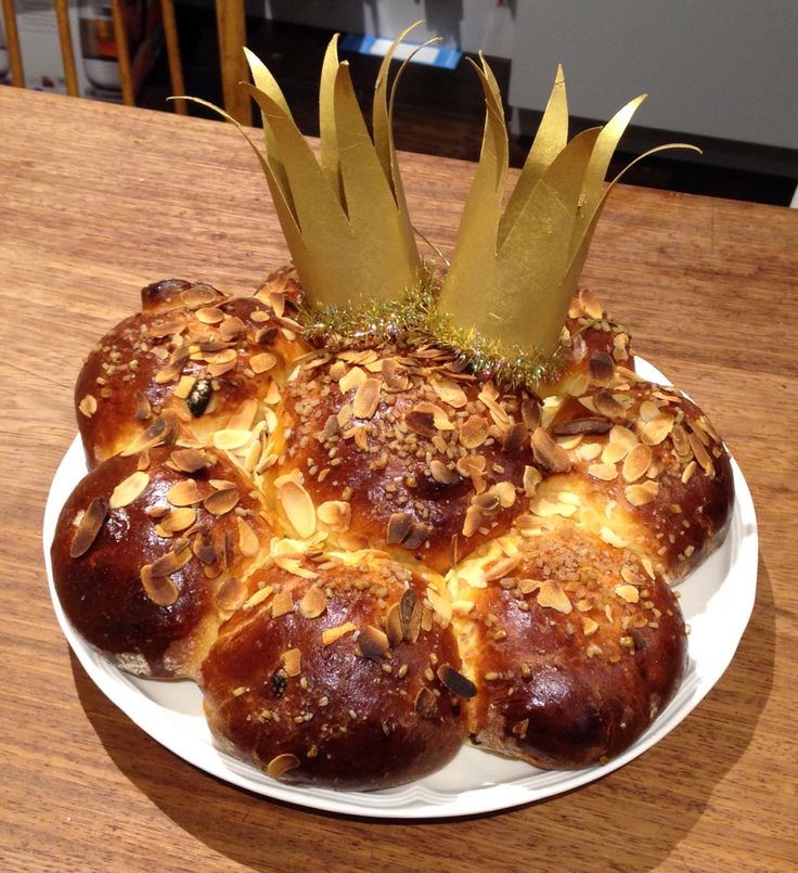 Heilige Drei Könige/ Three Kings Day Sweet Bread With Tinsel/Gold toilette paper crowns Celebrated in Switzerland and many other European countries