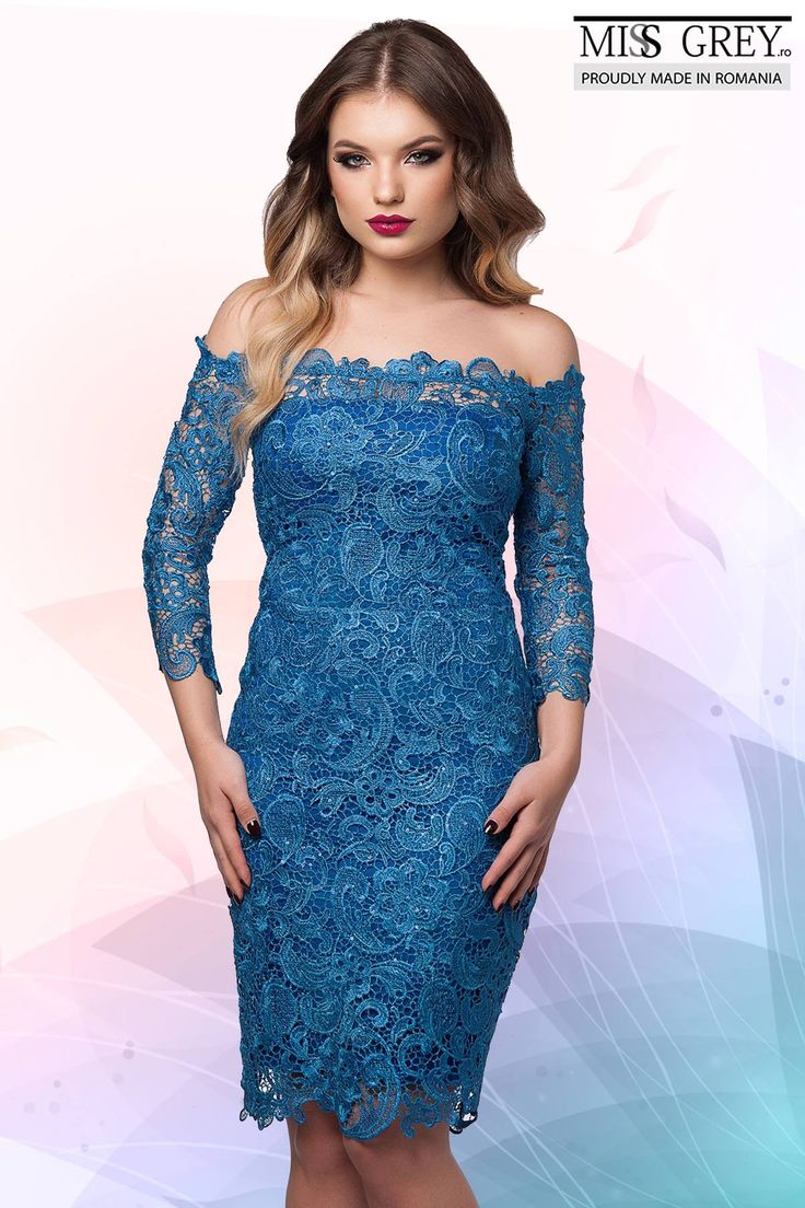 You will not pass unnoticed wearing the Zaira dress. In a bold and sensual color, this dress is made to impress