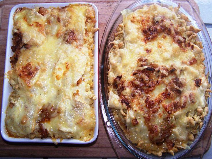 Galuska rengeteg sajttal és hagymával összesütve, a létező legjobb sváb-bajor fogás!  Allgäuer Käsespätzle (4 fő részére) A galuskához: 350 g liszt, 6 db tojás, kb. 100 ml víz (ha kemény a tészta, akkor öntsünk még hozzá), 60 g vaj (szobahőmérsékletű), ízlés szerint…
