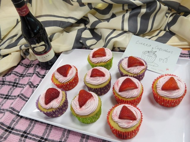 Cienna strawberry cupcakes - just the thing for your Mum to have with a Cienna Mini.