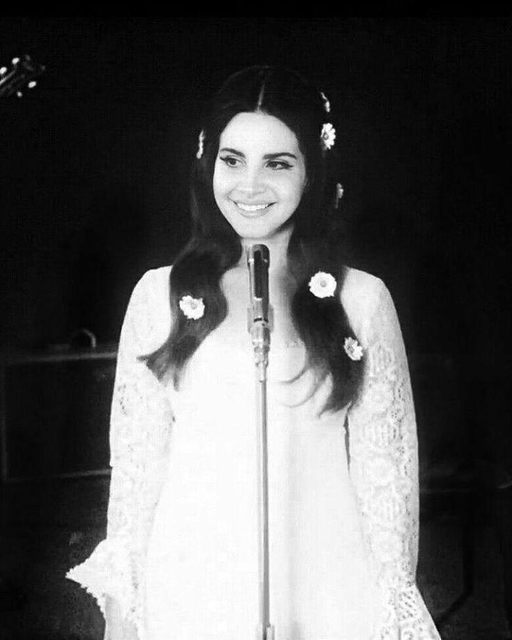 del rey muslim single women Lana del rey was raised in new york, and began performing in her church choir as a child, and started writing songs at 18 she took a year off school after graduating high school but eventually attended fordham university, declaring a major in philosophy.