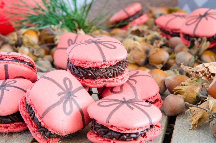 Eckige Macarons als Geschenk gefüllt mit Brigadeiros. Rezept und Anleitung.