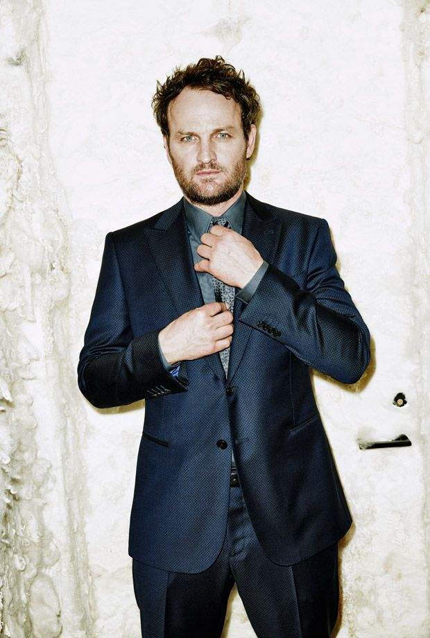 Jason Clarke wearing a two-button wool suit, cotton shirt, and silk tie by #GiorgioArmani