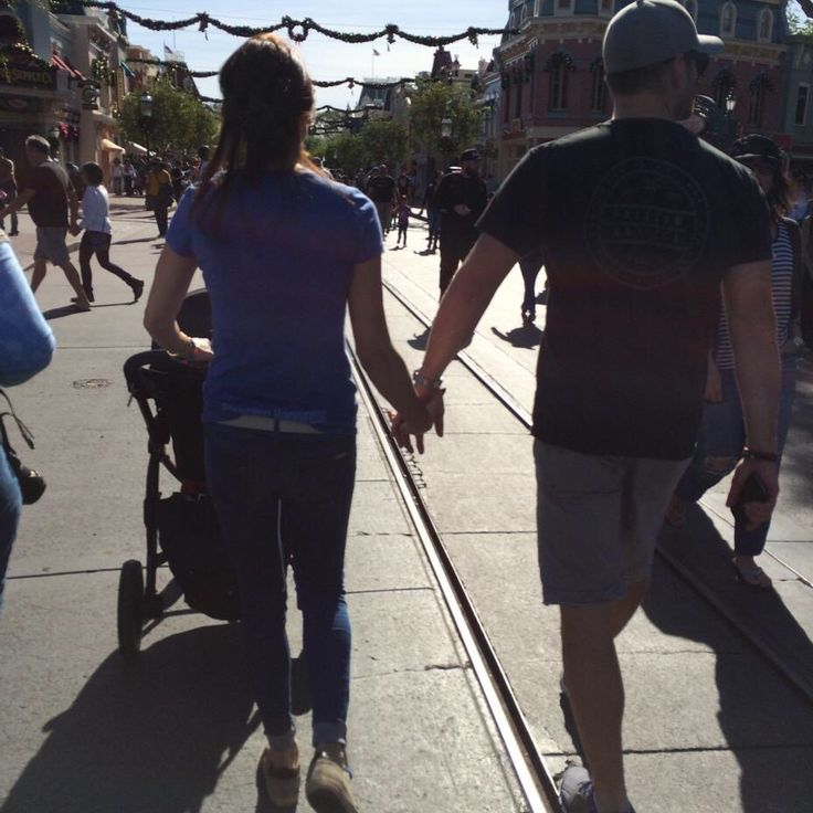 The Ackles Family at Disneyland! 11/20/14 (taken by Cliff the bodyguard and posted on his Twitter)