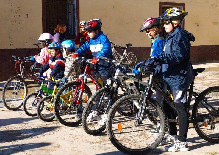 Una ruta senderista, un paseo a caballo, actividades multiaventura con tirolina y pasarelas colgantes. En Huesca se encuentran los destinos perfectos para una excursión o campamento escolar.