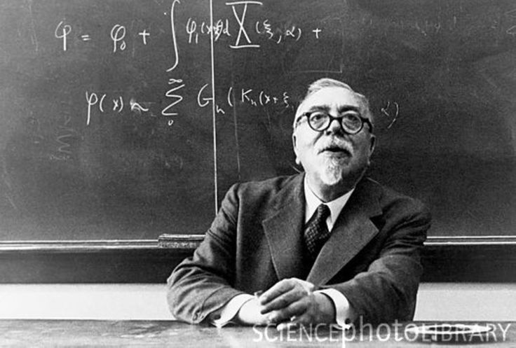 Matemático Norbert Wiener. Padre de la cibernética.