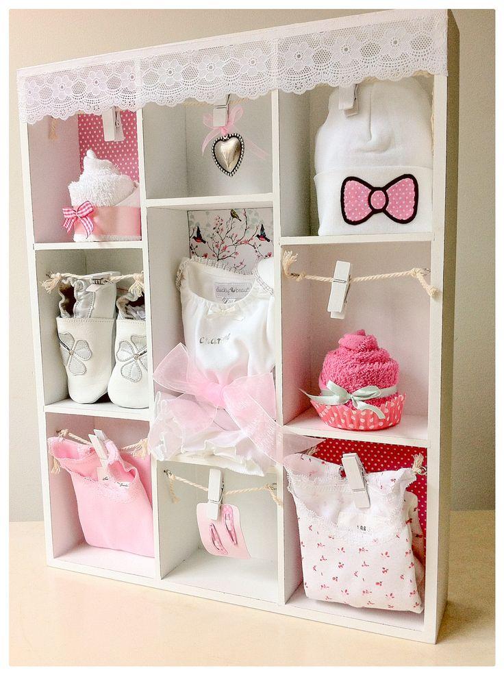 Romantische Letterbak gevuld met schattige babykleding en babyartikelen. Kraamcadeau voor dochter - meisje, Baby Shower gift like a shadowbox Girl. Info: https://joleenskraamcadeaus.wix.com/kraamcadeau#!product/prd1/2124972825/gevulde-letterbak