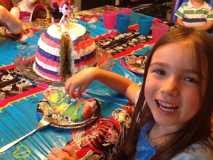 Gâteau Monster High, intérieur coloré