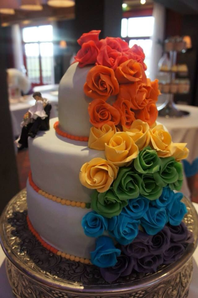 Bruidstaart regenboog   Trouwen is houden van