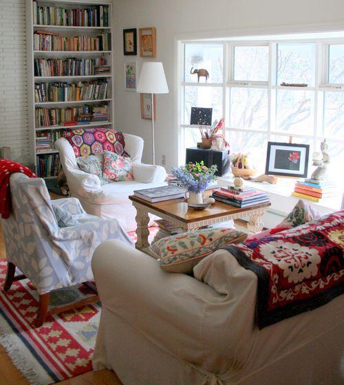 Living Room // Home Decor // Interior Design // House // Apartment.....cute & cozy for small space