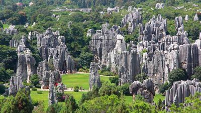 Při svých toulkách se vyhněte hlavním turistickým stezkám, které okupují povětšinou Číňané v elektrických mikrobusech.
