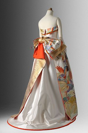 Obi by Setsuko Wakatsuki - Lovely Japanese dress :) I want a wedding dress like this one ! perfect mix between tradition and modernism!                                                                                                                                                      もっと見る
