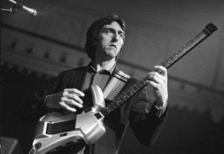 Channel Allan Holdsworth with Four-Note-Per-String Scales