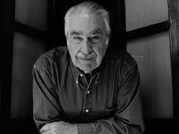 2001. Álvaro Mutis (1923-2013) Poeta, novelista y periodista colombiano. Es considerado uno de los escritores hispanoamericanos contemporáneos más importantes. Recibió el el Premio Príncipe de Asturias de las Letras en 1997.