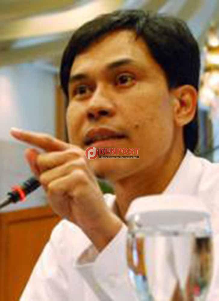 Tim Hukum Munarman Ajukan Praperadilan - http://denpostnews.com/2017/02/10/tim-hukum-munarman-ajukan-praperadilan/