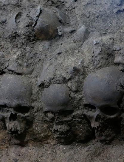 La torre di teschi umani. Iniziati gli scavi gli archeologi hanno avuto pochi dubbi: si trovavano di fronte a una torre di teschi azteca , come quelle descritte dai conquistadores al seguito di Cortés che nel 1521 espugnarono Tenochtitlan, la capitale dell'Impero Azteco.