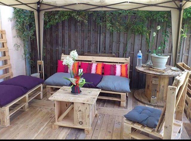 Muebles para patios con material reciclado muebles con for Sofa exterior reciclado