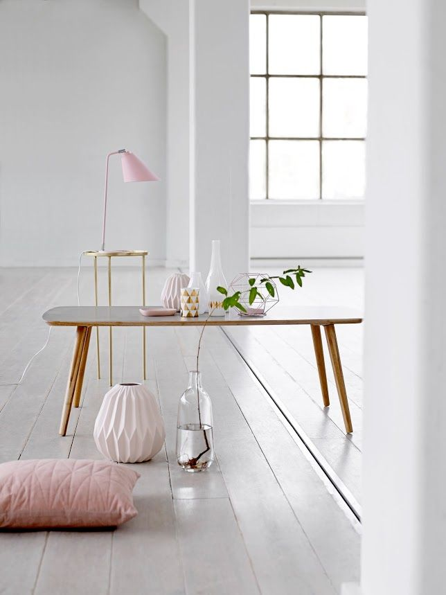 Wit interieur met roze accenten | White interior with a pink touch | Bloomingville