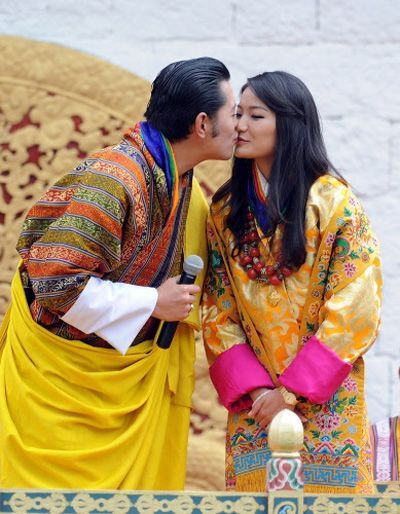 Bhutan's King Jigme Khesar Namgyel Wangchuck (L) kisses Queen Jetsun Pema in front of thousands of residents gathered for the third day of their wedding ceremony at the Changlimithang stadium in Bhutan's capital Thimphu on October 15, 2011