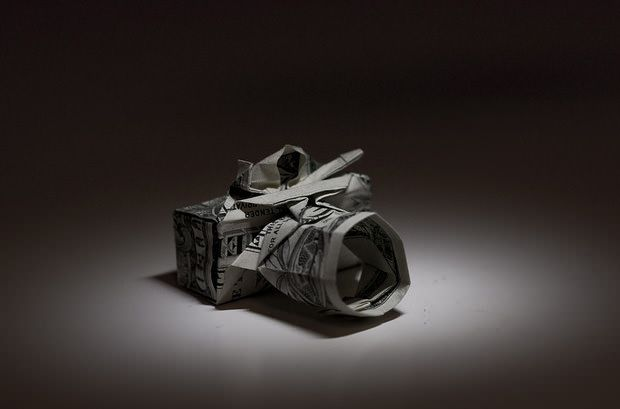 An impressive origami project to create this camera with a dollar bill... (via Petapixel)