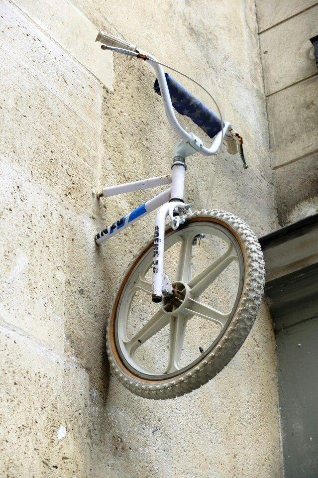 Suspended bike - street art - Paris 3 - rue Quincampoix