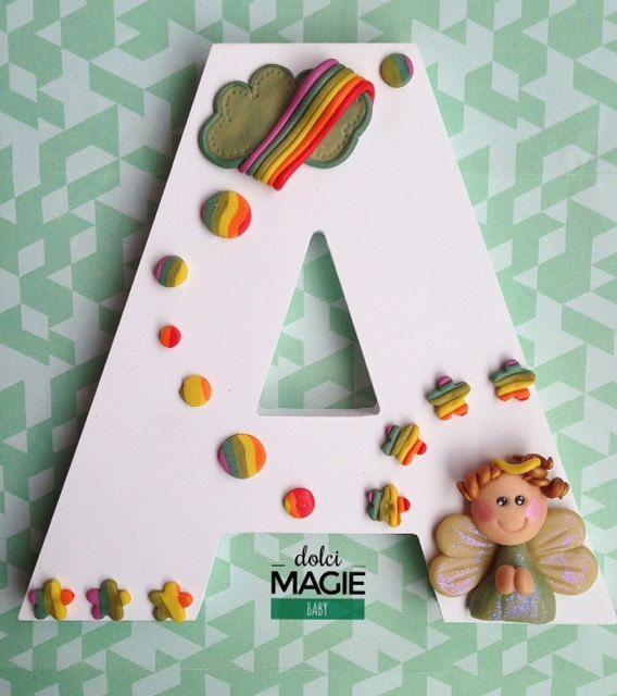 Iniziale in legno per cameretta bimbo o bimba, monogramma decorato personalizzato con angelo custode