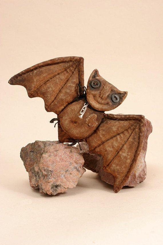 Авторский Хеллоуин Летучая мышь примитивных животных Хэллоуин народного искусства текстильного декора куклы.