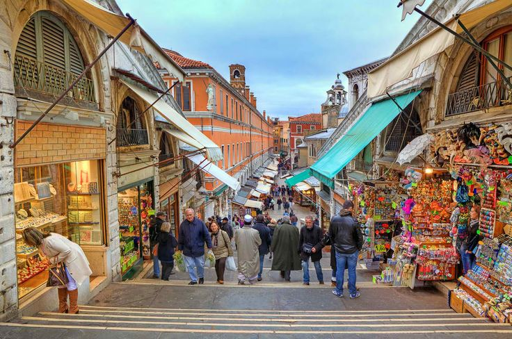 After sightseeing in Venice and taking pictures at the Ponte di Rialto, make sure to stop by the souvenir shops nearby!