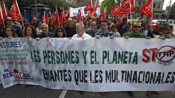 Miles de personas se manifiestan en las calles españolas contra el libre comercio del TTIP y CETA