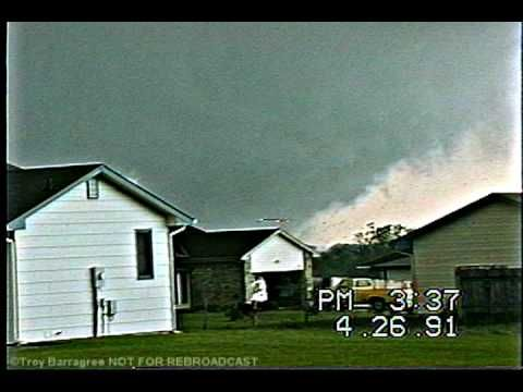 Andover Kansas Tornado 1991 NEW VIDEO Can't believe this guy videoed the tornado for so long! I would have been petrified.