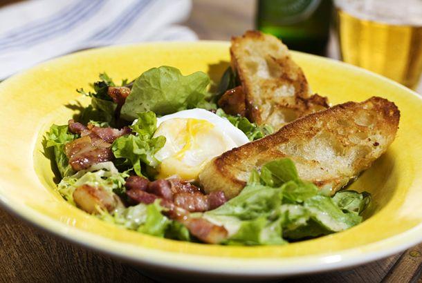 Sallad Lyonnaise med förlorade ägg | Recept.nu