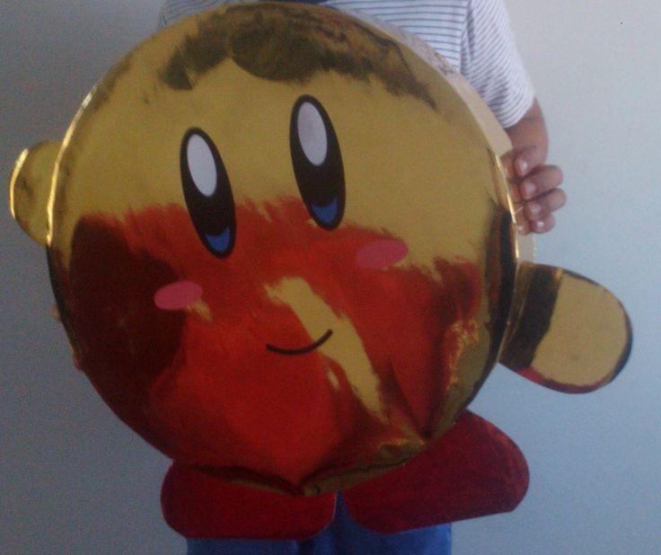 Piñata casera Kirby (papel metalico amarillo y cartón reciclado).