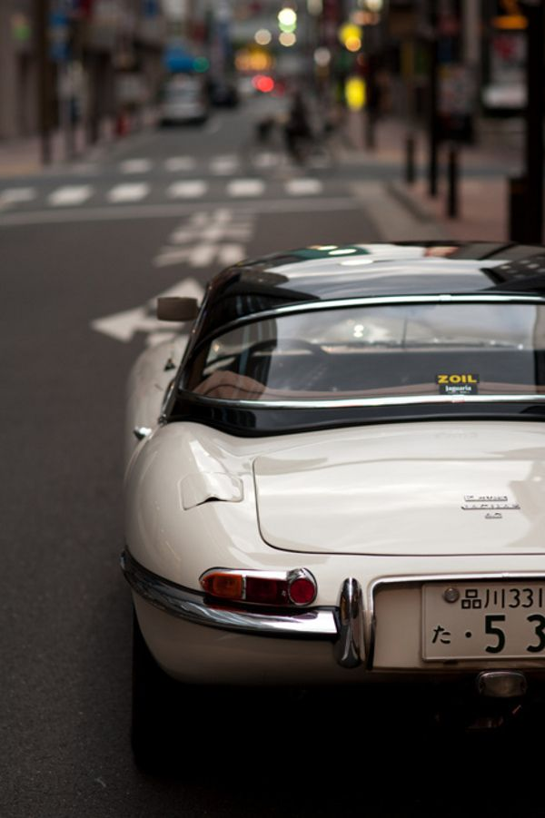 Beautiful creamy Jaguar E-Type {Does anyone know the year?}