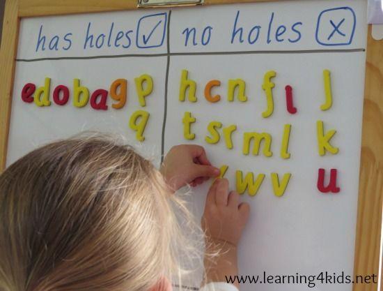 Alphabet spiel | Buchstaben sortieren: - mit Loch/ohne Loch - mit Querbalken/ohne Querbalken - mit Rundung/ohne Rundung