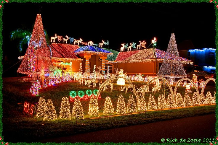 """Beautiful Christmas Lights On Houses   May all your Christmases be bright."""""""