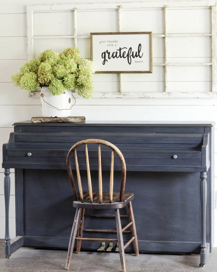 Painted piano in Charcoal Rustoleum chalk paint
