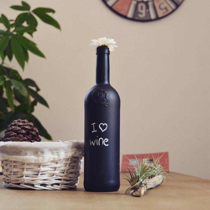 une autre id e diy avec une bouteille de vin un coup de bombe en spray noire matte quelques. Black Bedroom Furniture Sets. Home Design Ideas