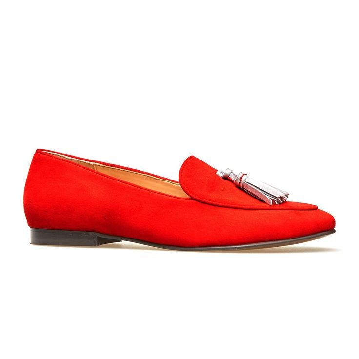 From off duty denim to smart day dresses, Scarlet has got you covered. Available here in a standard D fit (see Scarlet X for our wider fitting option), these high cut loafers are crafted from gloriously vibrant holly red suede. Bright and cheerful, this is a colour to get you noticed in the otherwise darker shades of winter. With it's chic silver tassel detailing, soft supple lining and flexible outsole, this versatile style will be enduringly chic now, and for seasons to come.