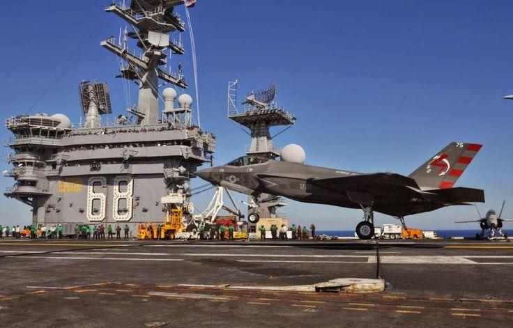 El primer par de Lockheed Martin F-35Cs completó exitosamente los aterrizajes detenidos en el portaaviones USS Nimitz frente a la costa de California el 3 de noviembre, marcando el inicio de la fase de prueba de desarrollo en el mar para el Joint Strike Fighter y el debut de la Armada Primeros aviones sigilados pilotos