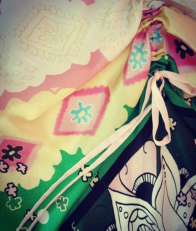 Skirt detail Andrea Tincu print #silk #andreatincu #lovejob #fashiondetails #painting #printdesign #style #contemporaryfashion #fashiondesigner #colorful #trends #summer2018