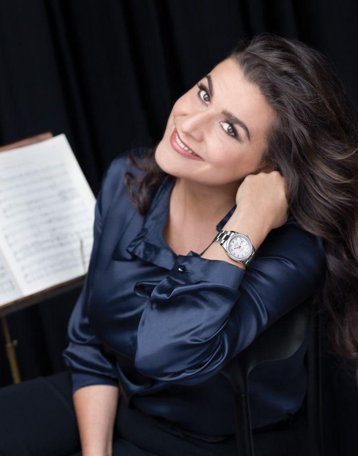 """Cecilia Bartoli è un famoso cantante d'opera da Roma , Italia. Mi piace ascoltare il suo cantare """"Laudate Dominum """" di Mozart. Lei ha una voce molto bella!"""