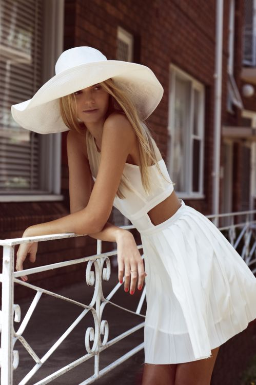 pretty dress: Summer Dresses, Cutout, Summer Looks, Summer Outfits, White Hats, Big Hats, White Dresses, Cut Outs, Sun Hats
