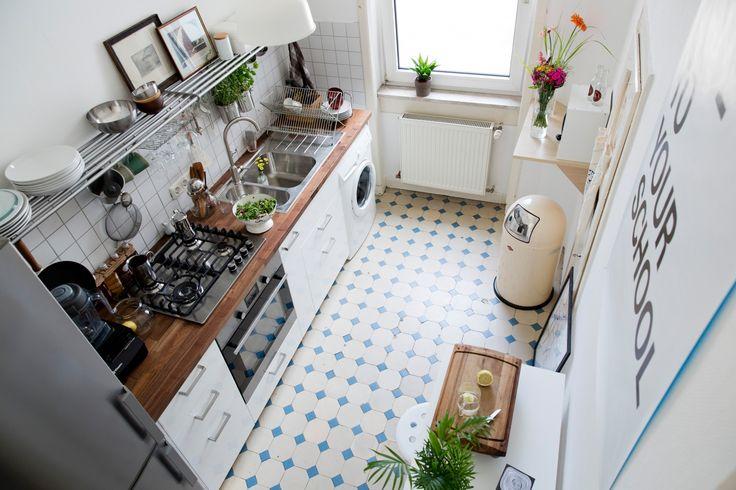 Find das Küchenklima gut. Mit den Regalen, der Helligkeit, den Farben, den Pflanzen. Und Waschmaschine in Küche!!