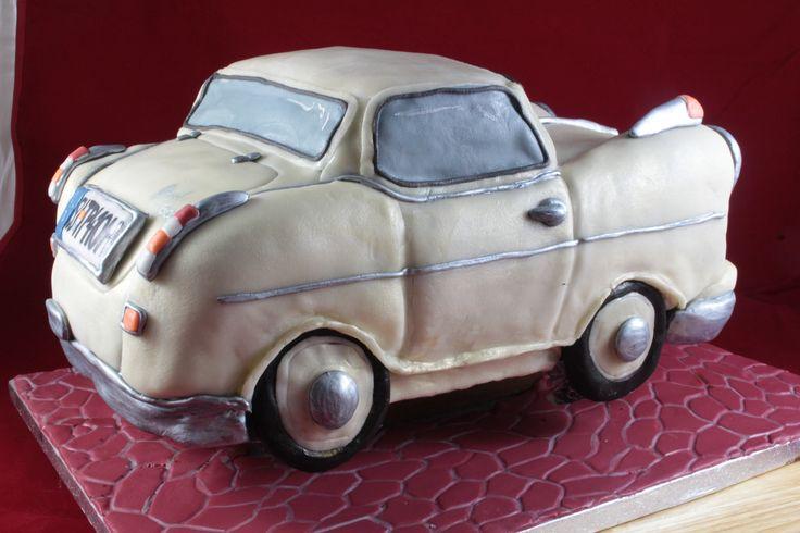 Lloyd car cake